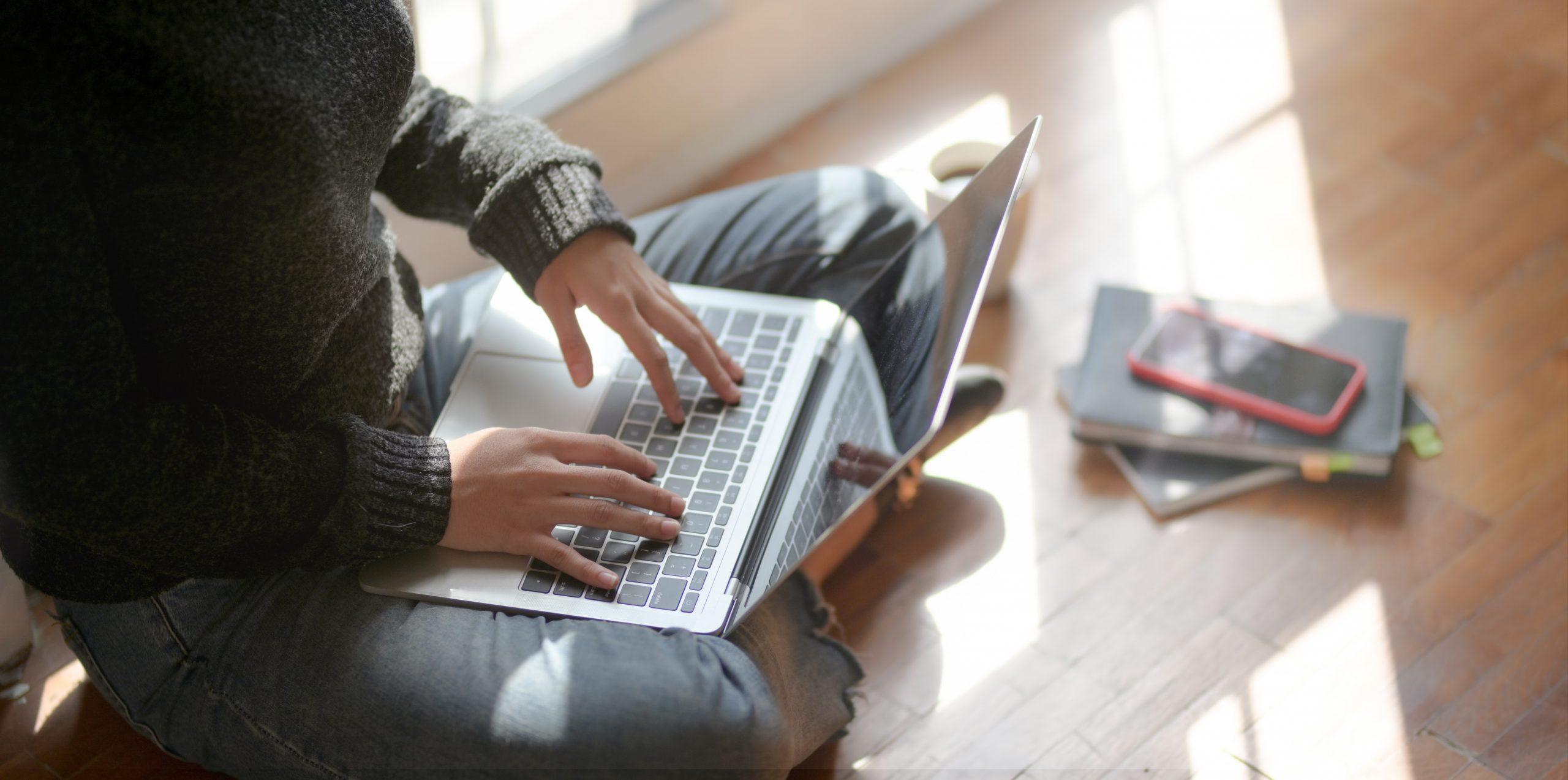 woman-sitting-on-the-floor-using-laptop-3759057